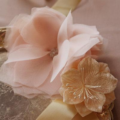 de hacer, estas flores de gasa se ven increíbles como complemento de
