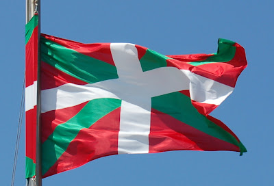 http://4.bp.blogspot.com/_j2heQ_s0GEA/SK8ThamN_vI/AAAAAAAAAhY/elEA7VMZ5r8/s400/drapeau+basque.jpg