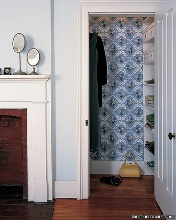 Who says the inside of a closet can't be decorated?! You can use wallpaper to spruce up the inside of an otherwise boring closet!