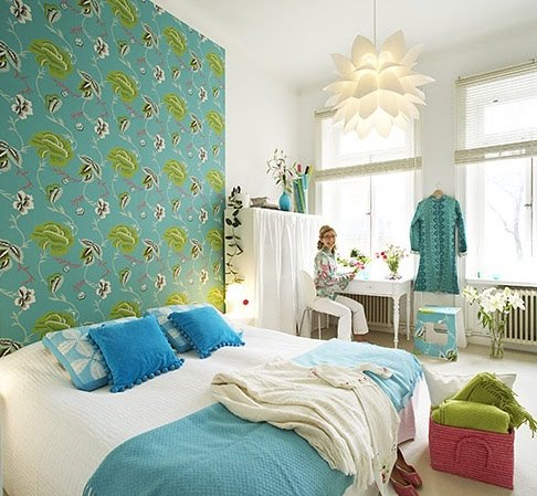 Jpm design thinking outside the box headboards for Wallpaper headboard