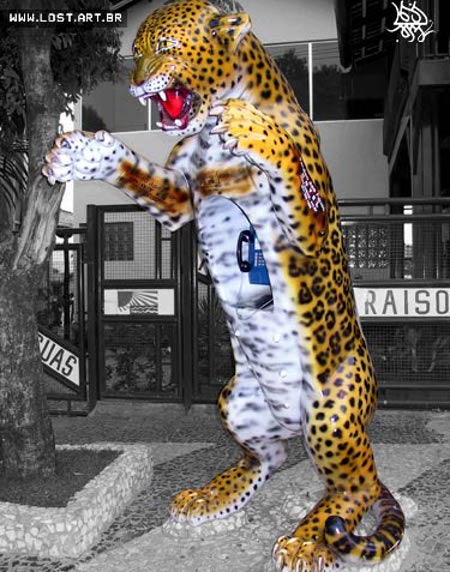 leopard-phonebooth.jpg (450×572)