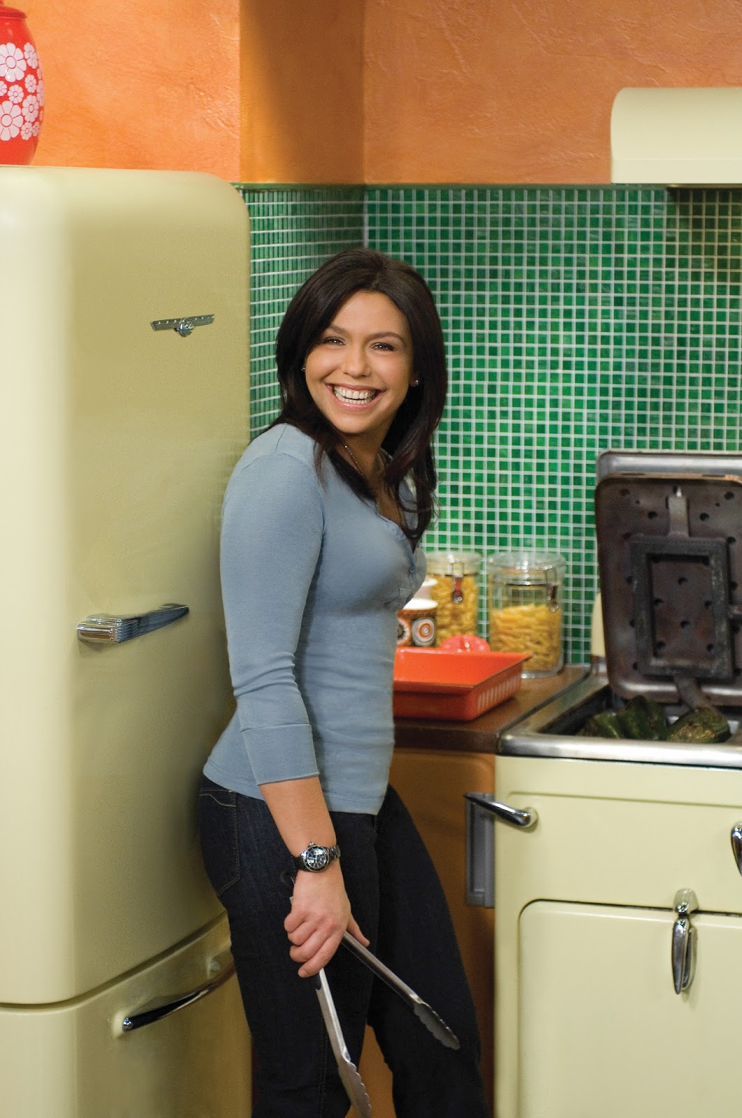Rachael Ray is bringing '30 Minute Meals' back to Food Network
