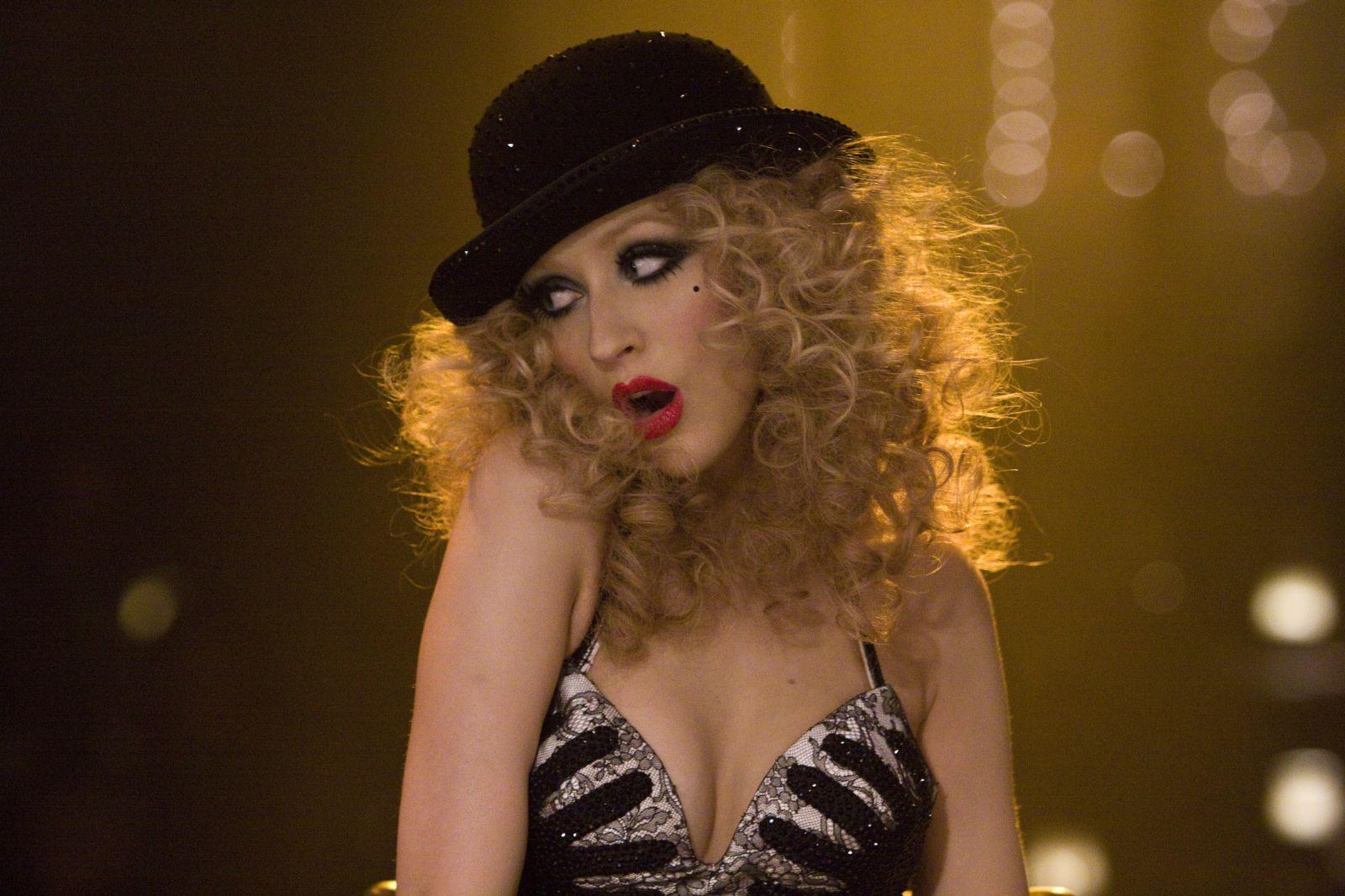 http://4.bp.blogspot.com/_j7CBBTUIT5g/TSZ3UnJNICI/AAAAAAAAByg/kNACaqo0q54/s1600/2010_burlesque_010.jpg