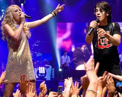 Taylor Swift Concert Pics. Taylor Swift Concert Pictures.