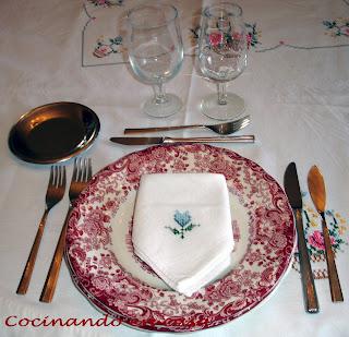Cocinando en casa protocolo sencillo en la mesa for Como se pone la mesa