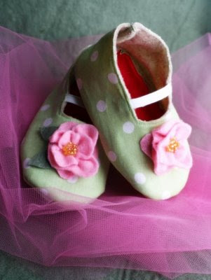 احذية للمواليد بتجننن  2010 baby_shoes.jpg
