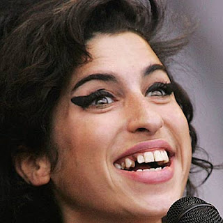 amy-winehouse+-+teeth.jpg