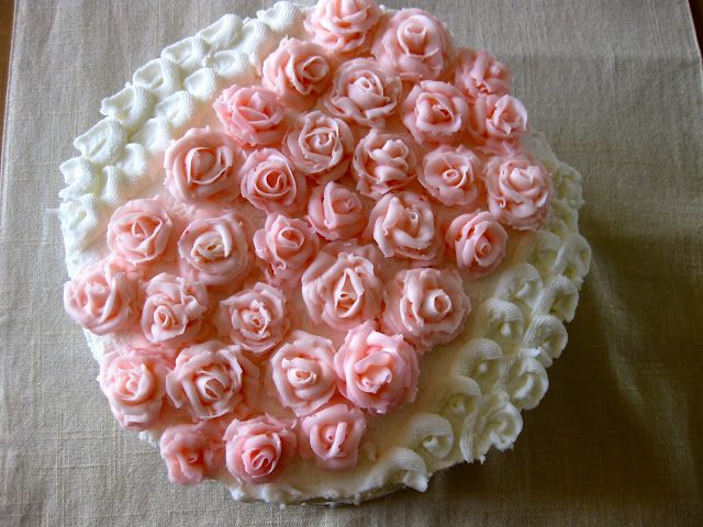 frosting roses on cake top view