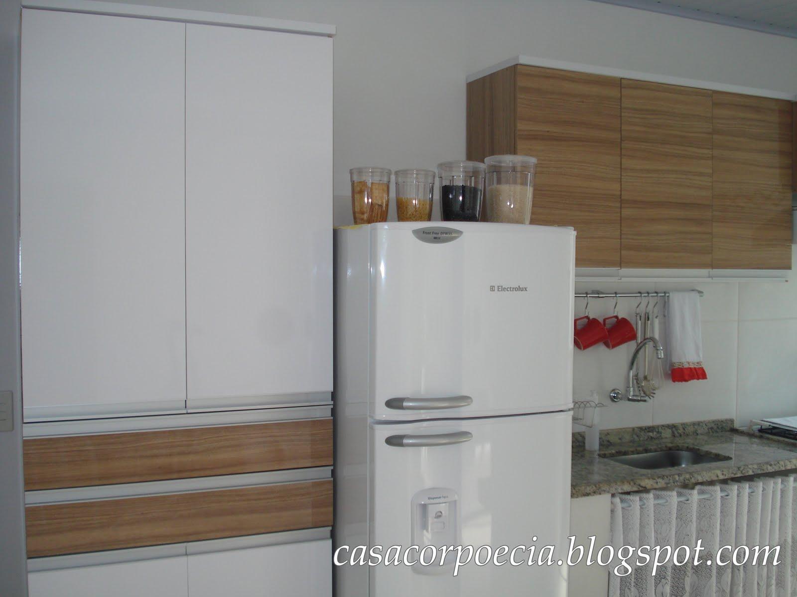 Finalmente: O armário da cozinha!!! Casa Corpo e Cia. #634C37 1600x1200