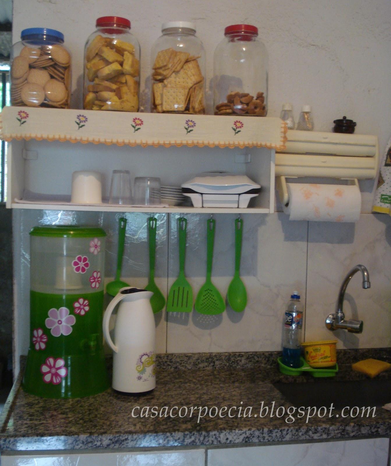 Decoração barata: cozinha simples porém muito organizada com  #3B6028 1343 1600