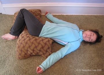 Enjoy Supported Reclining Twist. Coming into the pose Lay on your back with your knees bent. Have a support ready on each side of your body. & Do Restorative Yoga: Supported Reclining Twist islam-shia.org