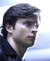 Clark piensa si destruir o no el canal Warner después que pusieron Smallville los lunes a la 1 AM