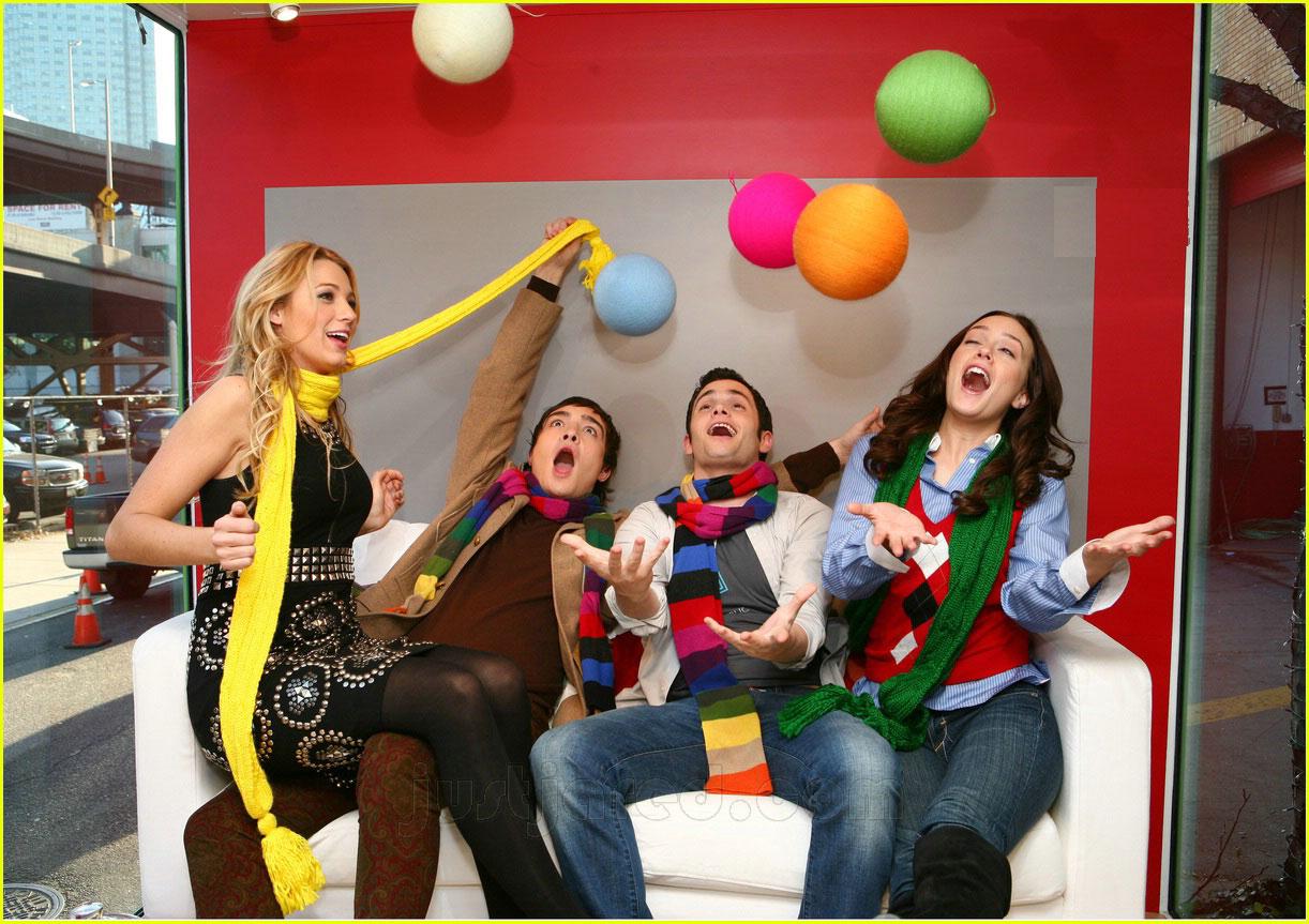 http://4.bp.blogspot.com/_jC9JeltMV18/R1SRdQ9UZPI/AAAAAAAAADM/VkNvUWW1qaw/s1600-R/gossip-girl-gap-ads-01.jpg