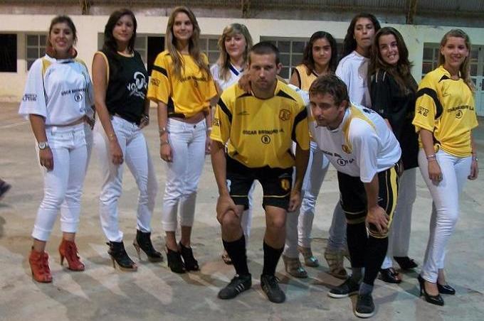 http://4.bp.blogspot.com/_jCRe7wiKY4g/TTW4T1Z_nJI/AAAAAAAAFrU/c4UiTeEvHD4/s1600/jugadores-promotoras+la+emilia+2011.jpg