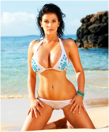34 Sexy Bikini Babes On Beach in Summer HQ Pictures Collection