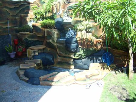 batu hias alam taman dipadukan dengan tembok bergaya batu