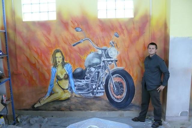 malowidło harley davidson na ścianie, mural ścienny