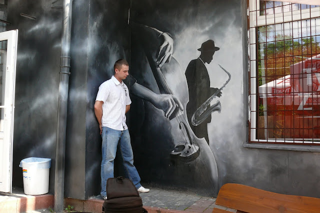 Aranżacja baru, Warszawa, wystrój klubu poprzez malowanie grafitti na ścianie