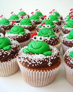 CUPCAKERIA ROSA - Bolos Artísticos e Cupcakes em Curitiba  Cupcakes Sapinhas ec30ce0fb8a