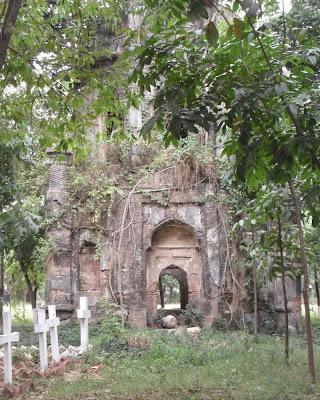 dhaka, christian cemetery, wari, tomb, ruins, east india company