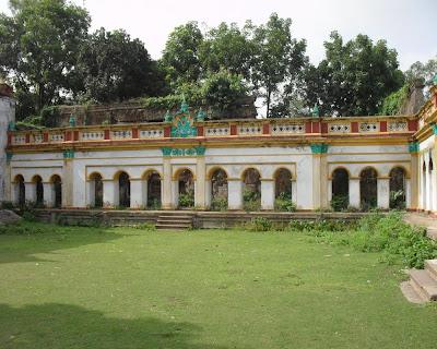 dinajpur rajbari, rajbatika, rajarampur, lion gate, gorur, statue