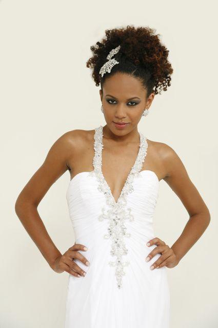 Cabelos crespos e afros ficam lindos presos para casamentos!