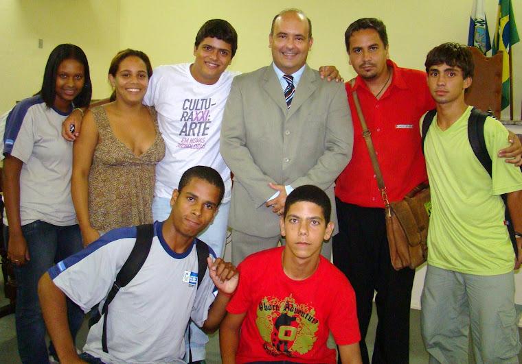 Lideranças estudantis com o vereador Saulo Peres