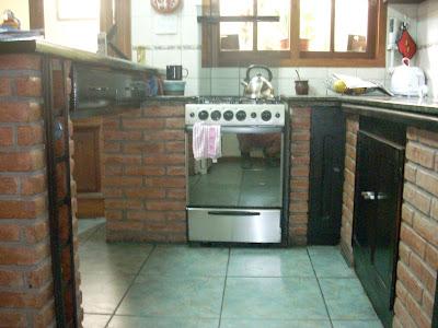 El umbral muebles altos y bajos de cocina mas barra y copero for Muebles altos de cocina
