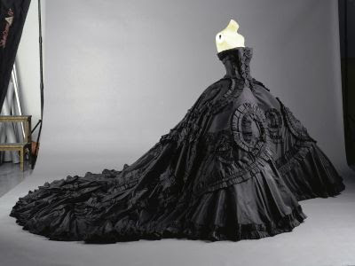 Domm Relaciones Maria-luisa-black-silk-taffeta-gown-by-john-galliano-for-christian-dior-elizabeth-period