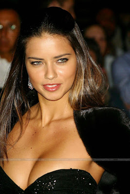 adriana_lima_hot_wallpaper_12_sweetangelonly.com