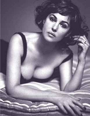 monica_bellucci_hot_wallpaper_05_sweetangelonly.com