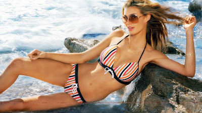 hollywood_hot_actress_bikini_wallpapers_01_sweetangelonly.com
