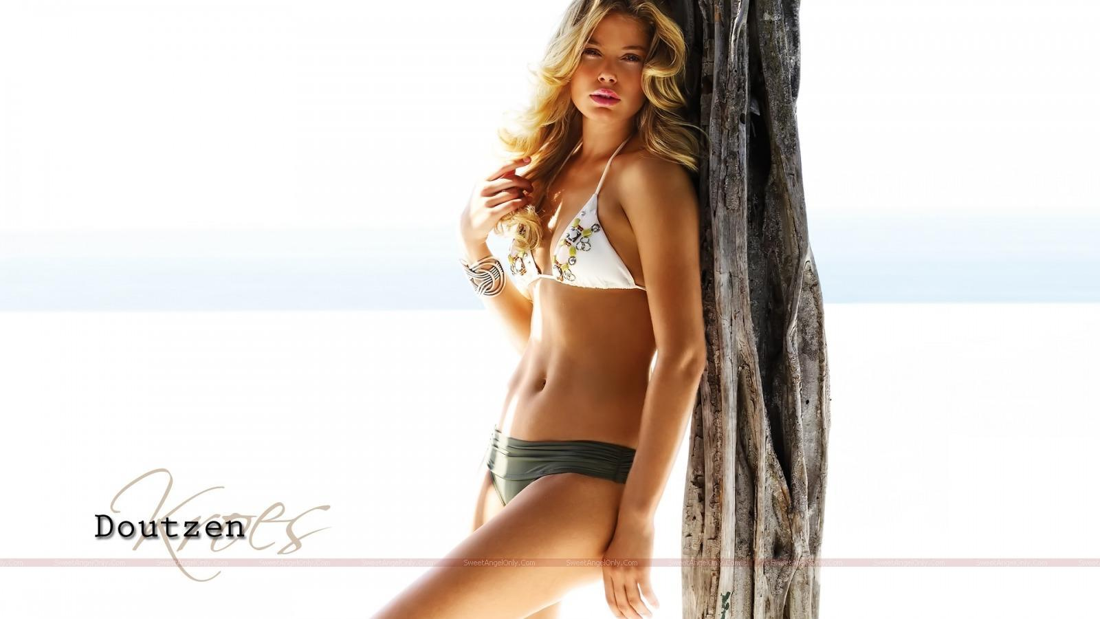 http://4.bp.blogspot.com/_jJPqWg6V3Y8/TTmIz3HRzEI/AAAAAAAADtM/-z-XgurARc8/s1600/hollywood_hot_actress_wallpapers_58_01.jpg