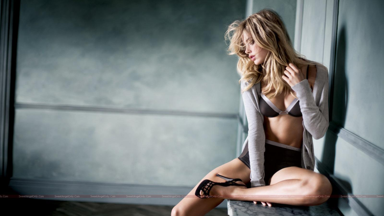 http://4.bp.blogspot.com/_jJPqWg6V3Y8/TTmIzm-utII/AAAAAAAADtE/h8ChunZJCCY/s1600/hollywood_hot_actress_wallpapers_57_01.jpg