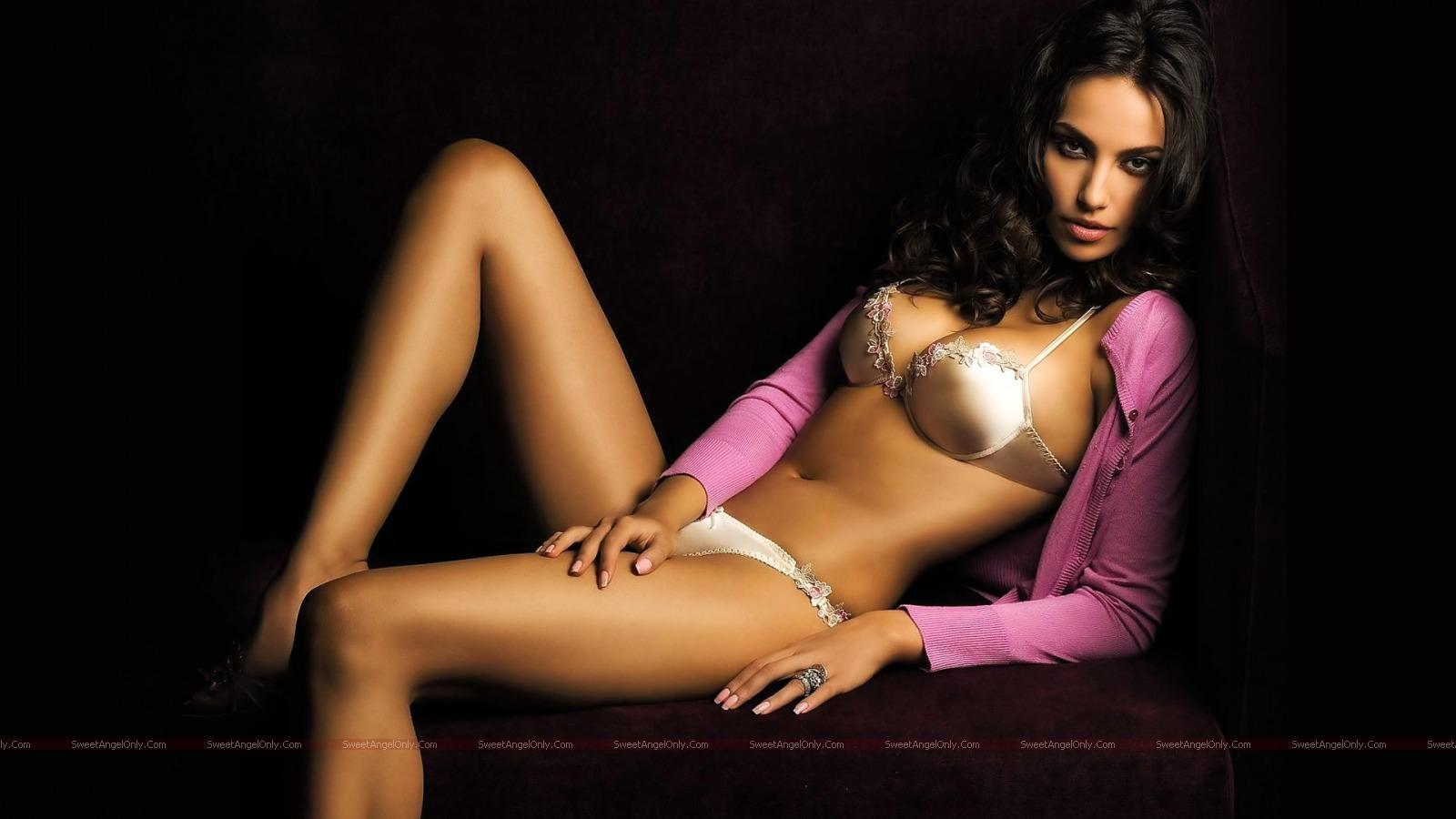 http://4.bp.blogspot.com/_jJPqWg6V3Y8/TUArvJ9xatI/AAAAAAAAD3s/gwHw-r5X0wk/s1600/hollywood_hot_actress_wallpapers_23.jpg