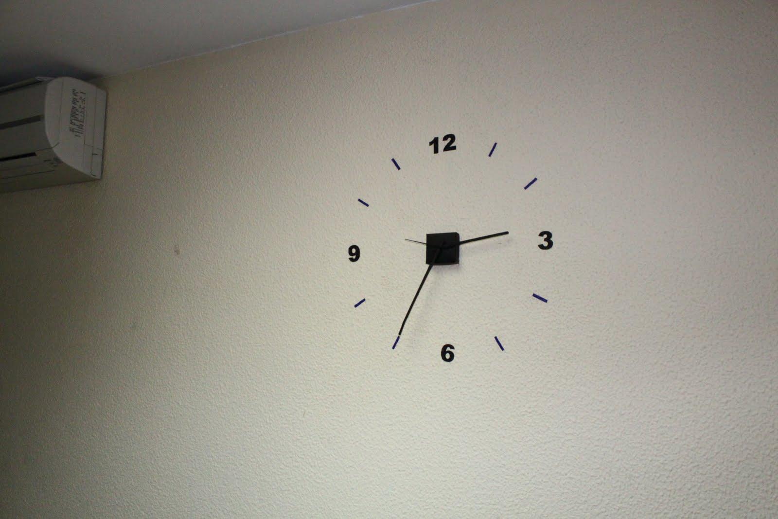 Mis curiosidades reloj en la oficina - Reloj pegado pared ...
