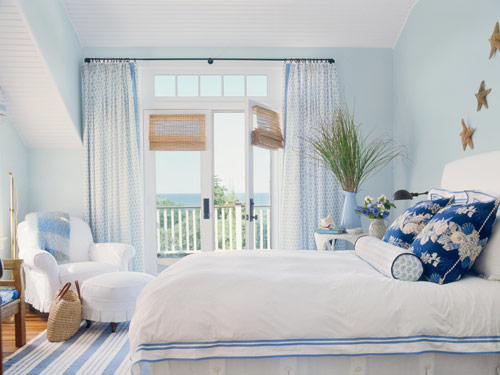 Blue and white cape cod cottage bedroom Blue beach bedroom ideas