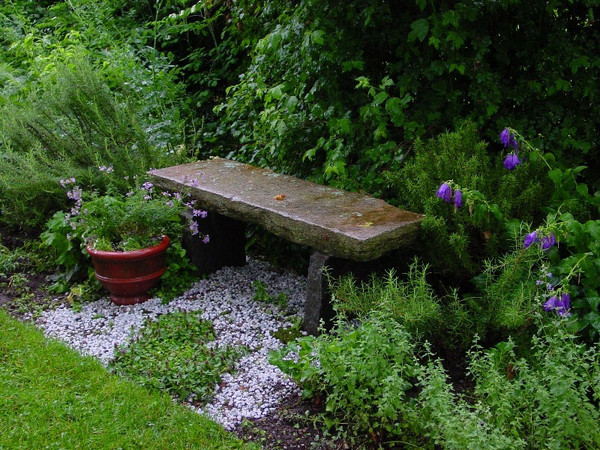 Small shade garden ideas photograph heritage garden design for Gertrude jekyll garden designs