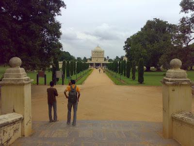 ಟಿಪ್ಪು ಮತ್ತು ಇತರರ ಗೋರಿಗಳಿರುವ ಗುಂಬಜ್