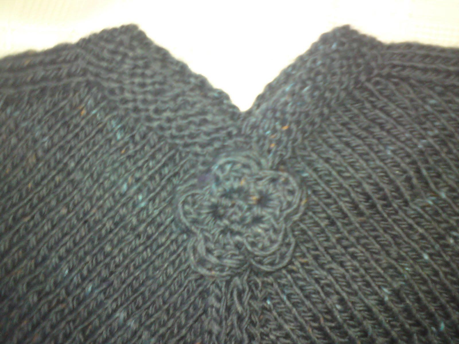 poncho tricotat albastru si vernil