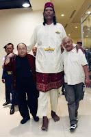 manusia tertinggi di indonesia, raksasa indonesia, manusia raksasa, manusia tertinggi di dunia