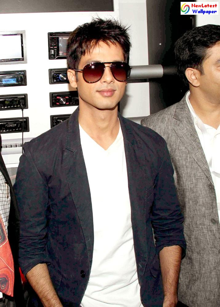 Latest Wallpaper Of Shahid Kapoor. Related Posts : Shahid Kapoor