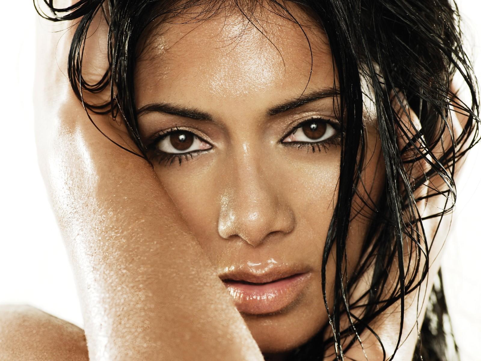 http://4.bp.blogspot.com/_jRrUQPqIYJU/TSoHDfleetI/AAAAAAAAHQk/QQVzOgTxv68/s1600/Nicole%2BScherzinger%2B0001.jpg