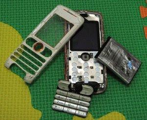 http://4.bp.blogspot.com/_jS93jNJiZZY/S4jlDjGTGeI/AAAAAAAAAIQ/L-YvReZbpKw/s320/handphone-adik-sepupu-saya-dilindes-mobil-rusak-parah.jpg