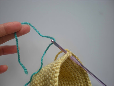 Amigurumi Change Yarn : Suravis Amigurumi Adventures: Tip - Yarn Color Change