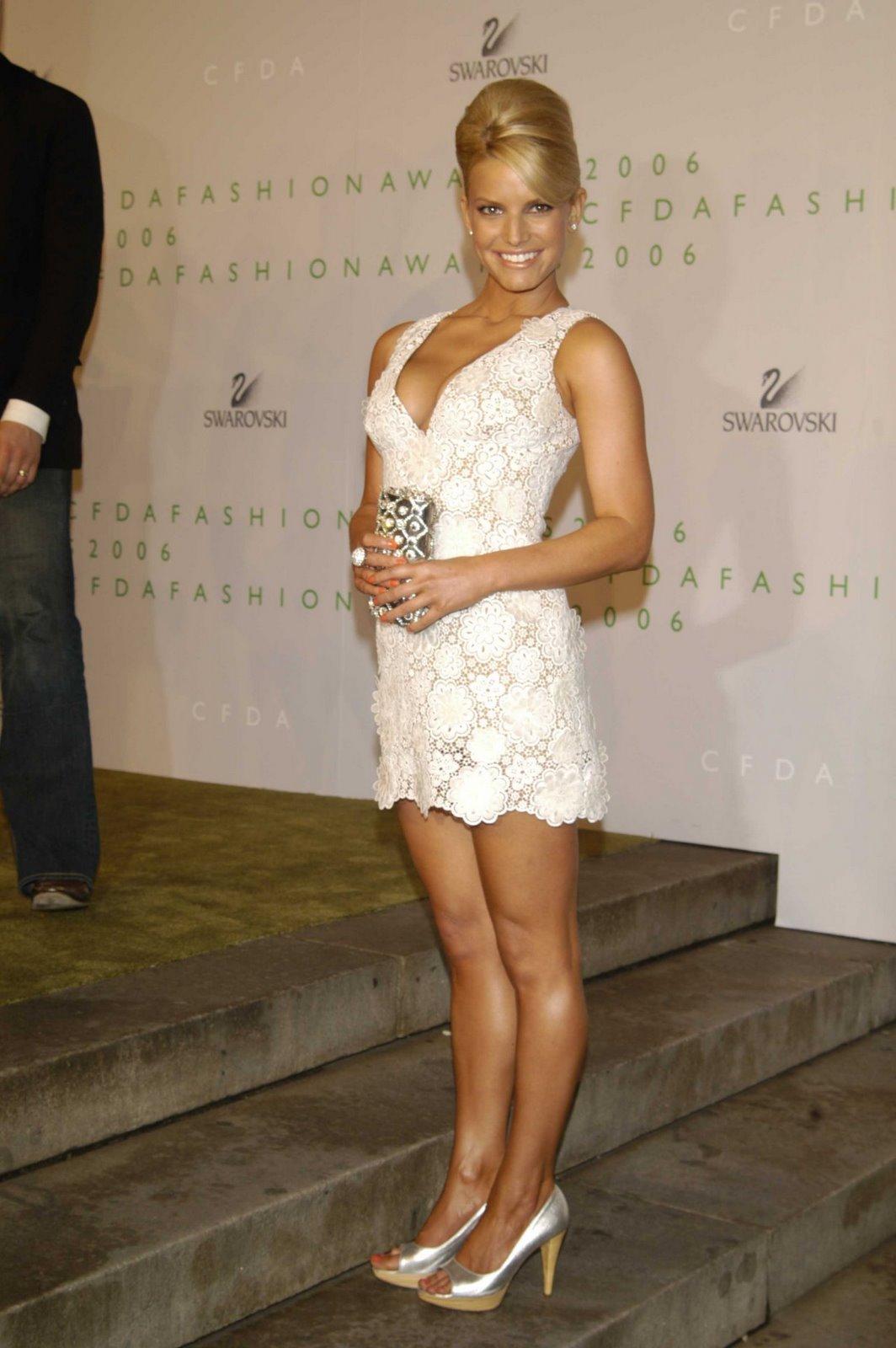 http://4.bp.blogspot.com/_jVFYJ4sAkJw/TOQWYaVKdaI/AAAAAAAAALA/7RE734JN9Ow/s1600/jessica-simpson-dress.jpg