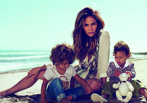 Jennifer López y sus mellizos : Imagen de  GUCCI KIDS