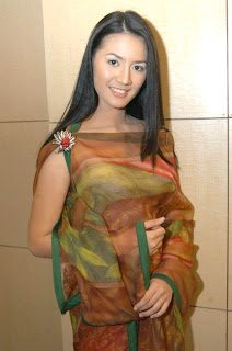 Cuci Mata Luna Maya Indonesia Artis Foto Actress Gallery