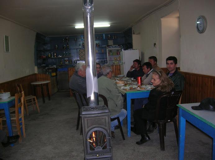 15/3/2009 - Ο Λιάς δίνει χώρο στο καφενείο του για τους φυτευτάδες που δεν χωράνε στην ταβέρνα