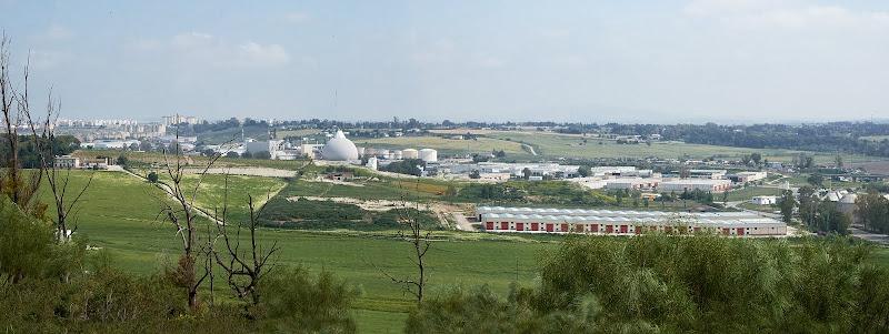 Vista desde la cima: la azucarera y el polígono industrial de El Portal